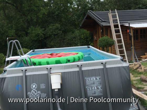 Die Melone war das erste im Pool