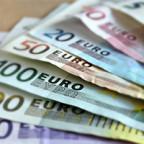 banknotes in fanform - teaser image